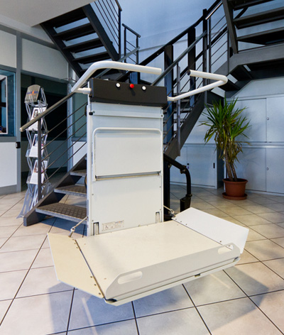Curved Inclined Platform Lifts Wheelchair Stair Lift