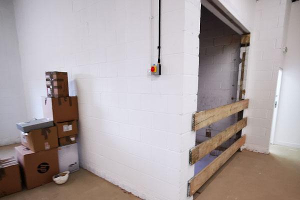 goods lift installer